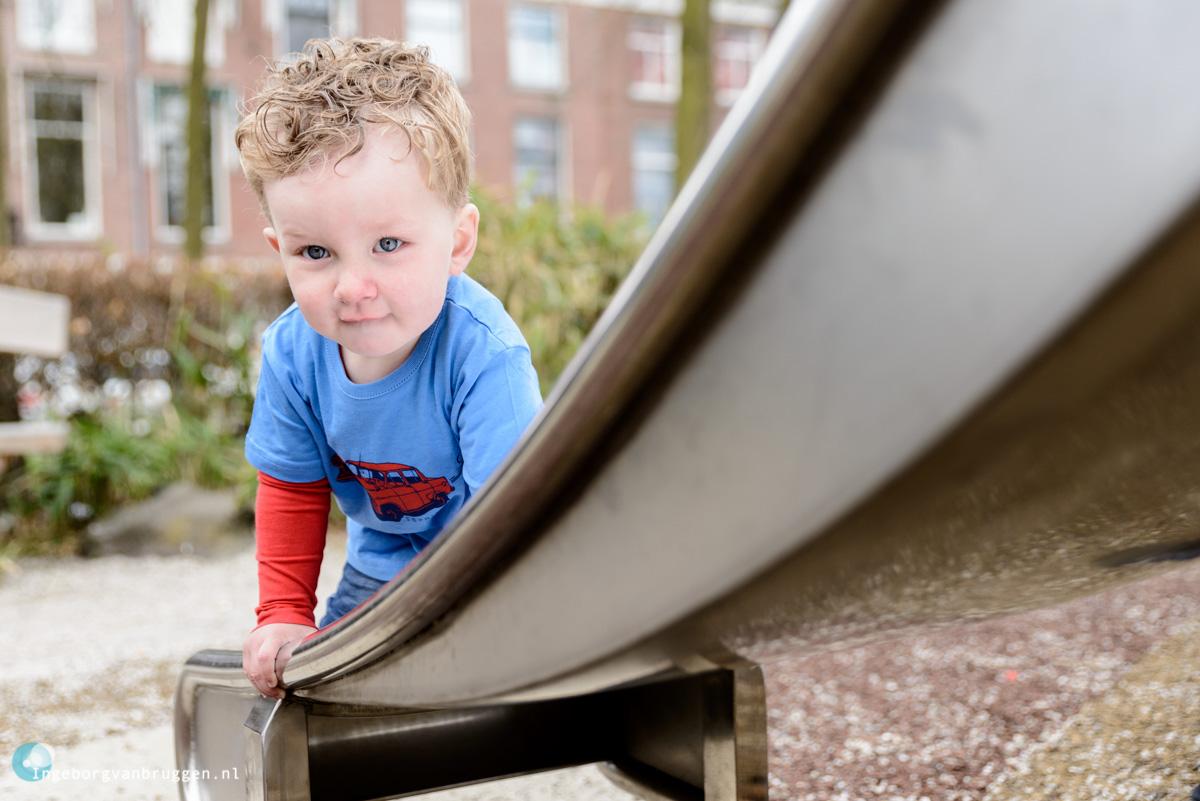 Familieshoot met kinderen in de speeltuin