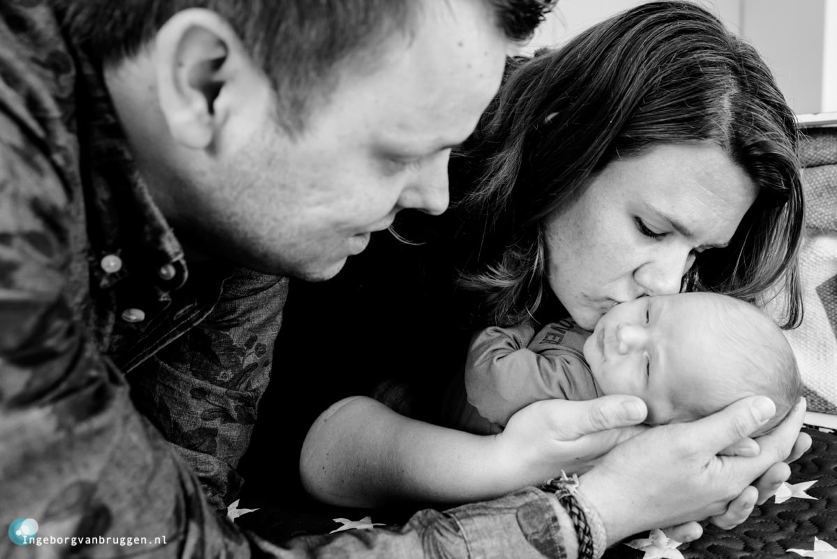 Journalistieke-newbornshoot