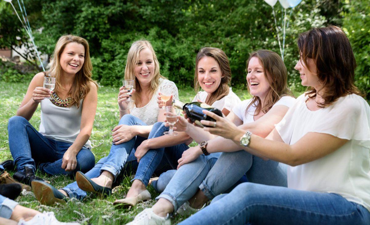 Buiten fotoshoot voor vriendinnen